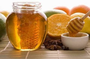 fresh honey with honeycomb, lemons, oranges, cinnamon, vanilla, anise star